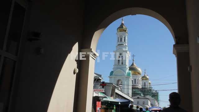 People go through the arch past the Church. architecture, Church, temple, dome, summer, sun, arch,...