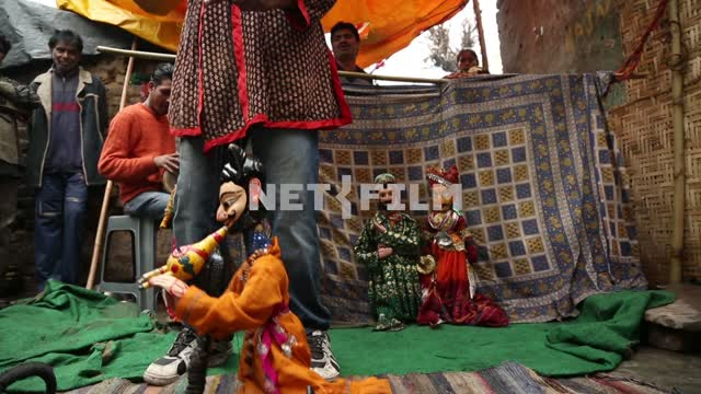 Indiski puppet theatre depicts a scene with a doll-fakir. Marionet theatre, street performance,...